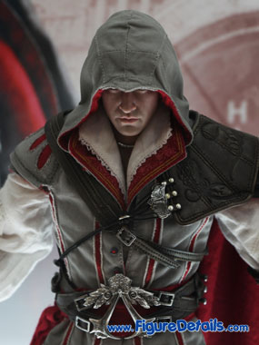 Hot Toys Ezio - Assassins Creed II close up