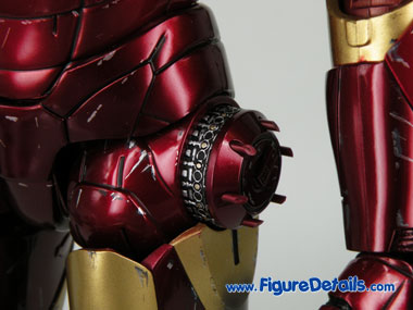 Hot Toys Iron Man Mark 3 Battle Damaged Dispenser 2