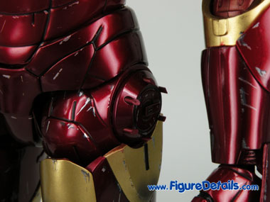 Hot Toys Iron Man Mark 3 Battle Damaged Dispenser 3
