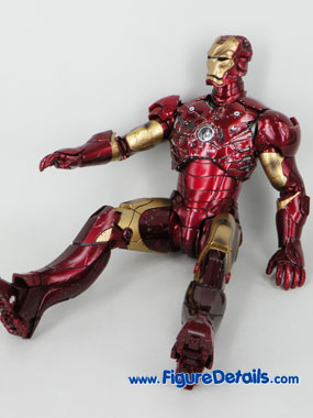 Hot Toys Iron Man Battle Damaged Exclusive Limited Version 8