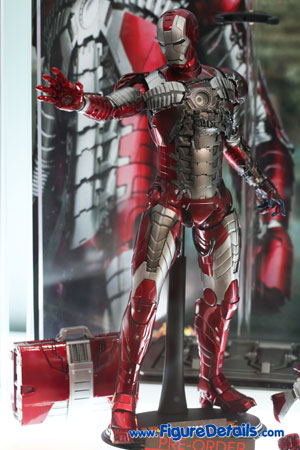 Hot Toys Iron Man Mark V Action Figure Overview 3