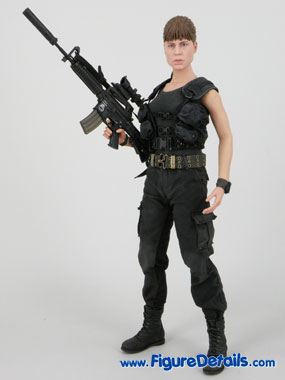 Hot Toys Sarah Connor T2 Action Figure Overview 1