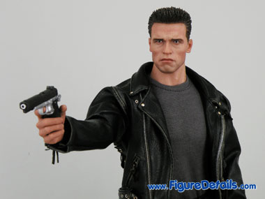 T800 Hot Toys Arnold Schwarzenegger Close Up 2