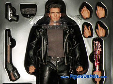 Hot Toys T800 Arnold Schwarzenegger Action Figure Packing 6