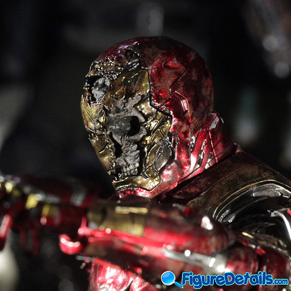 Hot Toys Mysterio Iron Man Illusion head sculpt and Figure Base