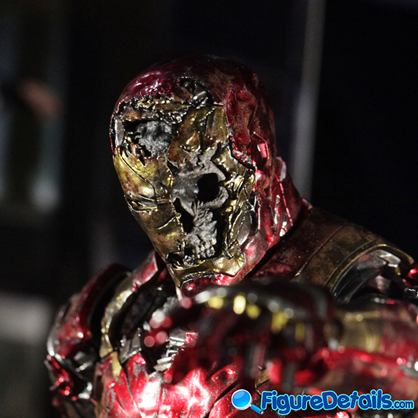 Hot Toys Mysterio Iron Man Illusion head sculpt and Figure Base 2