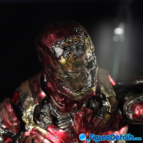 Hot Toys Mysterio Iron Man Illusion head sculpt and Figure Base 5